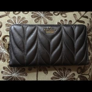 Kate Spade Grey Wallet LIKE NEW Great Price